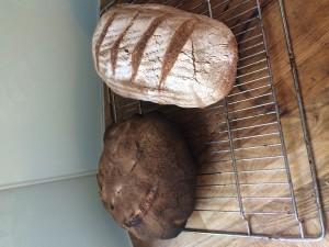 En deg och två bröd.