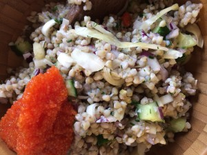 Bovetesallad med hemgjord surkål(kryddad med ingefära) purjo, rödlök, gurka och lite dill och gräslök.