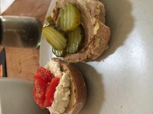 ...bred på lunchmackan. + leverpastej och syrat smör på den andra! Möjligheterna är helt klart oändliga...